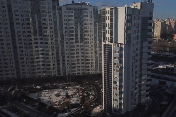 240 - Сетевая фасадная солнечная электростанция мощностью 40 кВт на фасаде многоэтажного дома по проспекту Николая Бажана 16